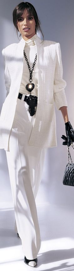 White pantsuit with black accessories fashion couture woman's fashions pant outfit pants white white fashions Chic Chic, Look Chic, White Fashion, Look Fashion, Womens Fashion, Fashion Trends, Mode Style, Style Me, White Pantsuit
