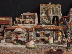 le forgeron, le boulanger et leurs ouvriers sont très actifs (santons Carbonel et maison 3D)