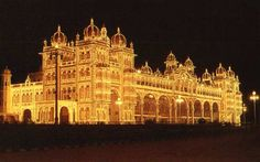The cultural capital of Karnataka, Mysore is well known for the 10 day long festivities that it plays host to during Dusshera. It is called the city of palaces basis sheer numbers. The most famous of course is the Amba Vilas, more popularly known as the Mysore Palace. The Krishnarajasagar Dam, historical destinations like Srirangapatna, Somanathapura and Talakad, hill stations like Ooty.