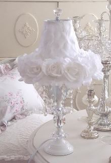 So much in love with this cute lamp shade and would be easy to make with a glue gun, flowers and lace.
