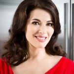 In support of Nigella Lawson. choking a woman is not sexy. Nigella: find a man who will treat you like the goddess that you are.leave that abusive A-hole husband. Chefs, Cooking Shows On Tv, Biltong, 50 And Fabulous, Domestic Goddess, George Clooney, New Shows, Lingerie Models, Bellisima