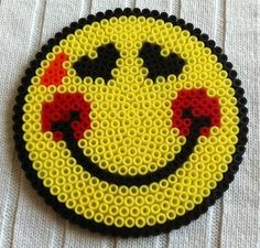 Strijkkralen smileys on pinterest smileys hama beads - Perle a repasser smiley ...