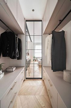 home design Parquet chevrons et design doux pour u - Walk In Closet Design, Bedroom Closet Design, Closet Designs, Wardrobe Designs For Bedroom, Bedroom Ideas, Bedroom Makeovers, Bedroom Wardrobe, Bedroom Styles, Wardrobe Ideas