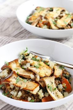 I share a one week high protein vegan meal plan filled with healthy plant based recipes that provide around 1700 calories and 100 grams of protein. Lentil Recipes, Mushroom Recipes, Vegetarian Recipes, Healthy Recipes, Mushroom Meals, Healthy Meals, Free Recipes, Healthy Eating, Recipes