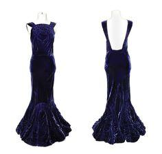 Electric blue velvet evening gown, Elsa Schiaparelli, probably Velvet Evening Gown, White Evening Gowns, Evening Dresses, Velvet Gown, Vintage Gowns, Vintage Outfits, Vintage Clothing, 1930s Fashion, Vintage Fashion