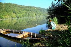 The Dordogne is one of France best known lowland rivers, yet it is still has many undeveloped stretches. At the Cingle de Trémolat a great meander has formed and the water is silky and calm