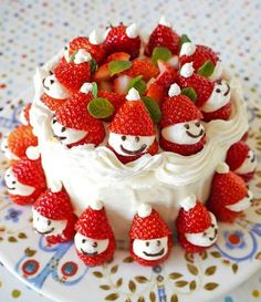 How to DIY Adorable Strawberry Santa Cake. This Strawberry Santa Cake will look amazing on your Table this Christmas and it couldn't be easier to make! Christmas Cake Decorations, Christmas Sweets, Holiday Cakes, Christmas Cooking, Noel Christmas, Christmas Goodies, Holiday Treats, Christmas Cakes, Christmas Pavlova