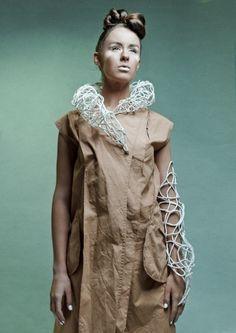 Hibrida Joyeria Textil   Colección 2011-12     Titulo: Bio-Morfo  Año: 2011  Técnica: Embarrilado, costura manual  Material: Descarte Textil, Hilo, Plata.  Fotografía: Pilar Castro  www.hibrida.cl