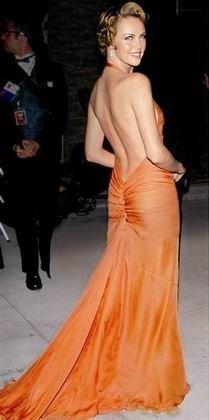 Charlize Theron in Vera Wang at the 2000 Oscars