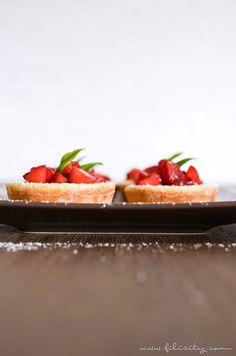 Pfannkuchen mal anders: Diese schnellen Pfannkuchen-Körbchen mit frischem Obst sind ein Highlight am Frühstückstisch und als Nachtisch auf der Kaffee-Tafel.