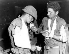 Photo: Wounded infantrymen of Co L, Inf., light up cigarettes after recieving first aid. Korean President, Korean People, War Image, National Archives, Korean War, North Korea, World War I, Military History, Photojournalism