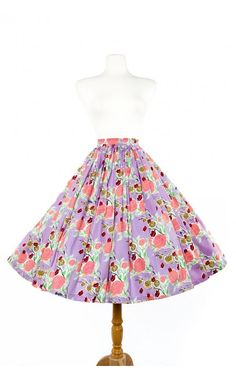 Sixties Style Full Swing Skirt in Mary Blair Lips and Roses Print Lavender Cotton Sateen Pin Up Outfits, Classy Outfits, Pretty Outfits, Pretty Clothes, Work Clothes, Vintage Inspired Fashion, Vintage Fashion, Blair Dress, Mary Blair
