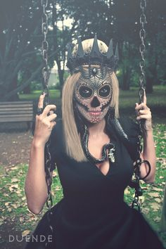 I gonna do this next year for Halloween! A Dia del Los muertos queen!!!