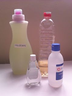 Spray Bottle, Water Bottle, Limpieza Natural, Cleaning Supplies, Diy, Cleaning Recipes, Home Cleaners, Kitchens, Cleaning Tips