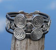 wide leather multistrand Bracelet von myDemimore auf Etsy