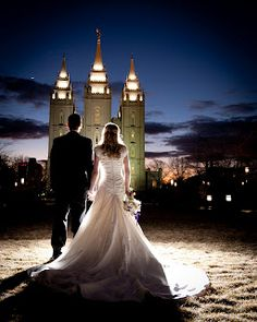 So I really like this wedding photo. I have a cousin that did a set of photos at night at the Bountiful Temple. They are so gorgeous!