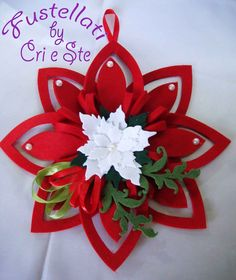 Kit Stella Natale con Fiore, by Fustellati, 9,00 € su misshobby.com Wall Christmas Tree, Christmas Makes, Christmas Holidays, Felt Crafts, Diy And Crafts, Paper Crafts, Felt Ornaments, Christmas Ornaments, Disney Christmas Decorations