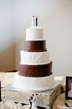 Chocolate and vanilla cake filled with each others favorite flavor!(: perfect way to combined each other
