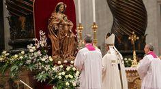 La emotiva oración del Papa Francisco en la Solemnidad de María Madre de Dios 2017 01/01/2017 - 08:10 am .- En sus palabras antes del rezo del ángelus este domingo 1 de enero de 2017 en la Solemnidad de María Madre de Dios, el Papa Francisco también incluyó una bella y emotiva oración a la Virgen.