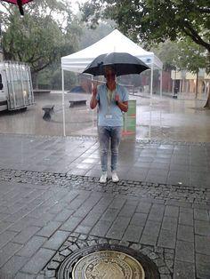 Ein regnerischer Gruß von unserem talk2move-Team in Herford! Auch bei schlechtem Wetter sind unsere lieben Fundis gerne für die SOS Kinderdörfer weltweit im Einsatz - always look on the bright side of life :) #talk2move #t2mlove #SOSKinderdörfer #Sommerregen
