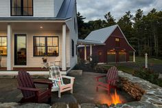 ❤️❤️❤️THIS IS PERFECTION❤️❤️❤️Dash Landing Farmhouse, the white Medan farmhouse connected to red barn/garage is basically heaven, we love this space so much! All of the pins of the house/barn are our favorites! White Farmhouse, Farmhouse Plans, Modern Farmhouse, Farmhouse Style, Farmhouse Addition, Farmhouse Design, Modern Rustic, Farmhouse Photographs, House Goals
