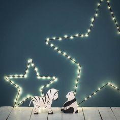 Petite étoile lumineuse noire à leds