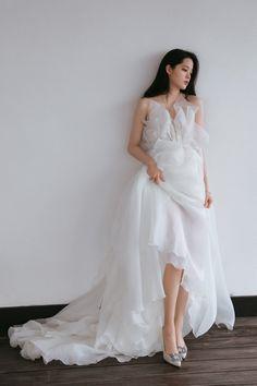Ulzzang Fashion, Ulzzang Girl, Minimal Wedding Dress, Girl Couple, Love Her Style, Elegant Woman, Formal Dresses, Wedding Dresses, Night Gown