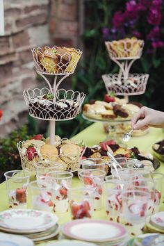 This tea party wedding has all the vintage inspiration you need