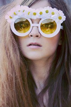 flower child, wild child, hippie, daises, sunglasses, flower glasses, daisy glasses, long hair, 60s, audrey kitching, weekly inspirations