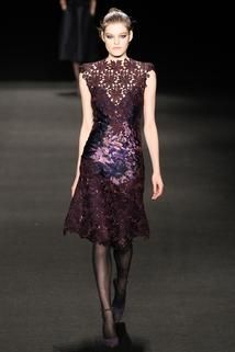 Monique Lhuillier Fall 2015 Ready-to-Wear - Collection - Gallery - Style.com