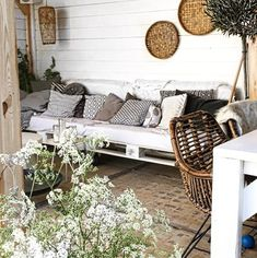Binnenkijken bij soniad - Veranda Outdoor Furniture Sets, Decor, Outdoor Decor, Boho Outdoor, Outside Living, Patio Decor, Country Farmhouse Decor, Home Deco, Balcony Design