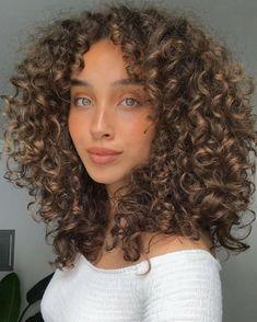 Curly Hair Tips, Curly Hair Styles, Natural Hair Styles, Long Curly Hair, Highlights Curly Hair, Aesthetic Hair, Big Hair, Hair Looks, Pretty Hairstyles