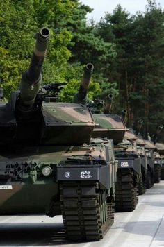 Leopard tanks are delivered to Poland Military Guns, Military Weapons, Military History, Army Vehicles, Armored Vehicles, Patton Tank, Tank Armor, Armored Fighting Vehicle, World Of Tanks