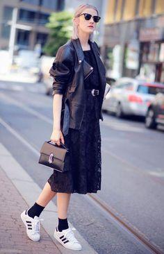 meia aparente look street style tenis adidas jaqueta couro total black