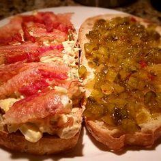 レシピとお料理がひらめくSnapDish - 57件のもぐもぐ - Egg salad sandwiche topped with bacon and spicy relish!  A good way to use up all the Easter eggs. by Jiholland