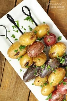 Parmesan Garlic Grilled Potatoes are the perfect BBQ side dish. Serve alongside grilled chicken, steak, or fish. A must for your next summer supper! Grilled Chicken Side Dishes, Steak Side Dishes, Side Dishes For Bbq, Bbq Chicken Sides, Sides For Bbq, Small Potatoes Recipe, Bbq Potatoes, Parmesan Potatoes, Potato Sides
