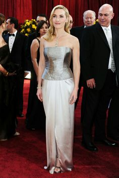Kate Winslet in her, as I think,best Oscars ensemble ever: A silver satin Yves Saint Laurent creation that brilliantly matches her type! Academy Awards Red Carper 2010