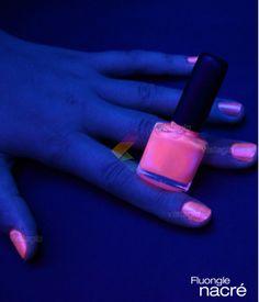 Vernis fluorescent, brillant sous la lumière noire