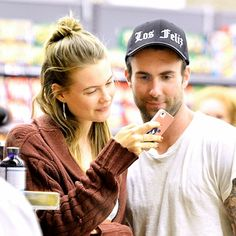 Adam Levine & Behati Prinsloo. They're engaged! <3 I really hope they last!!!