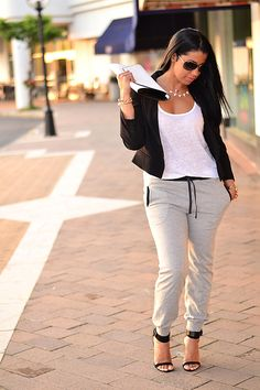 My Fair Leidy: The Sweat/Jogging Pants With A Classy Touch. Curvy girl look with short jacket Fall Outfits, Summer Outfits, Casual Outfits, Fashion Outfits, Womens Fashion, Casual Wear, Casual Clothes, Aeropostale, Estilo Swag