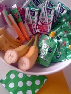 mini preschool buffet for a playdate Snacks Für Party, Lunch Snacks, Healthy Snacks, Kid Snacks, Sleepover Party, Party Party, Party Time, Toddler Snacks, Toddler Play