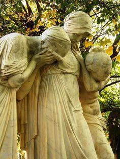 celtic-cat2u:    Kerepesi Cemetery, Budapest, Hungary