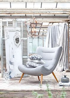 Ein Design-Klassiker aus den 70er Jahren: Sessel im Retro-Look, mit harmonisch geschwungenem Gestell und ausgestellten Beinen aus Buchenholz. #Sessel #Möbel #grau #Klassiker #retro #Impressionenversand