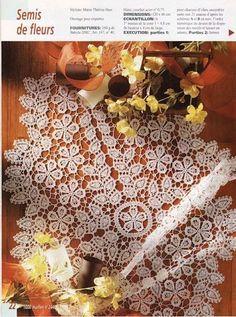crochet tablerunner... free pattern on website ;O)