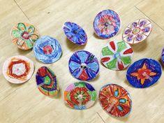 전통 놀이에 대해 이야기 나누기 하면서 간단하게 만들 수 있는 만들기에요 우리나라 전통문양 팽이 만들기... Diy And Crafts, Crafts For Kids, Children Crafts, Korean Art, Art Programs, Art For Kids, Kid Art, Decorative Plates, Projects To Try