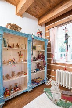 Fotogalerie: Dům je navržený a postavený jako klasická chalupa. Nova, Kids Room, Bed, Furniture, Home Decor, Pictures, Living Room, Room Kids, Decoration Home