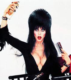 Elvira, Mistress of the Dark ~ She's just gorgeous! Adore her. Cassandra Peterson, Camp Nou, Elvira Makeup, Valley Girls, Cosplay, Dark Beauty, Famous Women, Famous People, American Actress