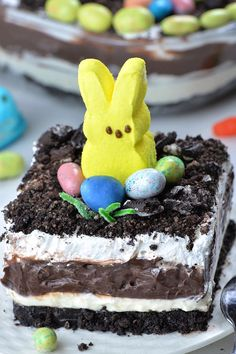 Chocolate Lasagna Four layered Easter Chocolate Lasagna garnished with Oreo dirt on top, Peeps Bunny and couple of Easter eggs candy.Four layered Easter Chocolate Lasagna garnished with Oreo dirt on top, Peeps Bunny and couple of Easter eggs candy. Layered Desserts, Holiday Desserts, Holiday Treats, Easy Desserts, Dessert Recipes, Baking Recipes, Recipes Dinner, Desserts For A Crowd, Lemon Desserts