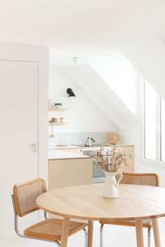 Doing A Dining Room Makeover For Not Without Our Help! Rustic Kitchen Design, Farmhouse Style Kitchen, Modern Farmhouse Kitchens, Parisian Kitchen, Small Dining, Cuisines Design, Kitchen Styling, Home Interior, Interior Paint