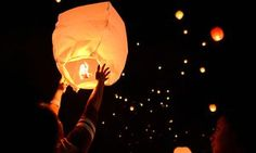 People release lanterns on the eve of International Women's Day in Manila, the capital of the Philippines.